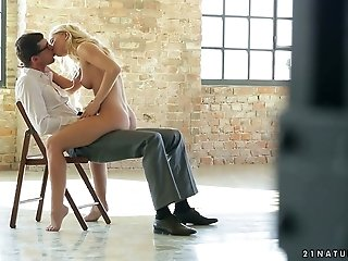 Hot blonde babe Kiara Lord gives some great blowjob