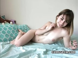 Nice Teen Gives Big Webcam Performance