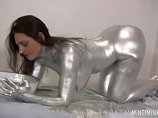 Kinky chick Mindi Mink enjoys getting painted in silver color