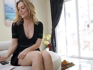 After talking to her hubby on the phone horny MILF Mona Wales goes solo
