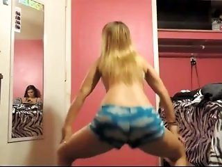 I love watching hot teens twerk on cam and these hotties are quite naughty