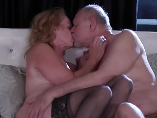 Marvelous hard sex for a chubby ass mature in need for sperm